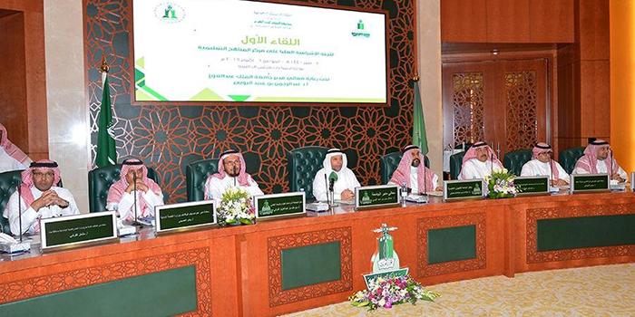 الجامعة تناقش تطوير المناهج ومواءمتها لسوق العمل مع 6 جهات حكومية
